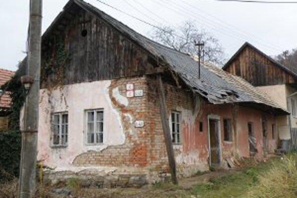 V starom dome bola mŕtvola muža dva až tri roky.