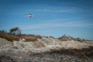 Dron doručil inhalátor chorému dieťaťu.