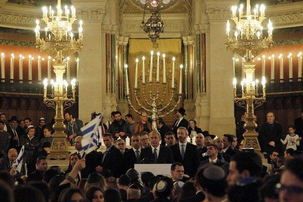 Netanjahu cez víkend vystúpil v parížskej synagóge.