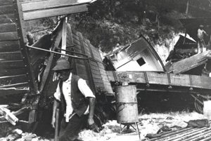 Doteraz nezverejnená fotografia Z havárie vlaku v roku 1927.