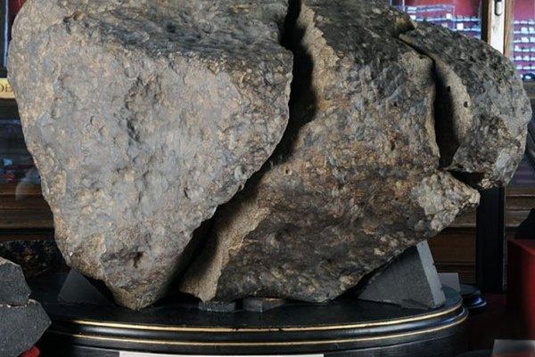 Meteorit Kňahyňa. Úlomok vmúzeu vo Viedni.