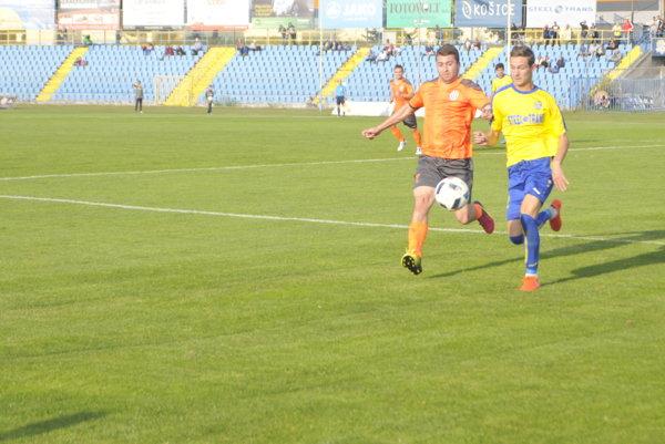 Nová akvizícia. N. Andreev (vpravo) vbežeckom súboji.