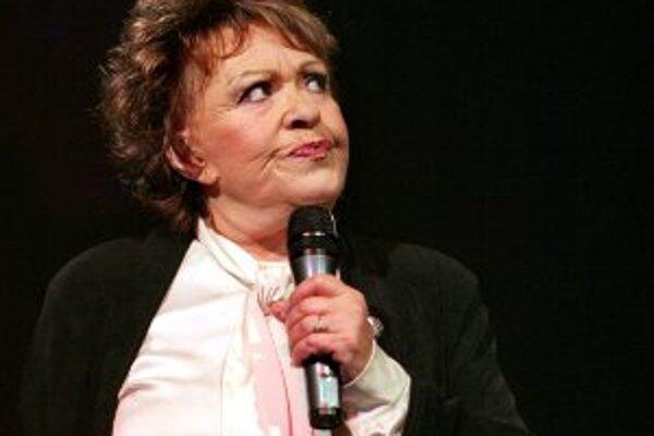 Jiřina Bohdalová hrá vo filme Saxana a lexikón kúziel, ktorý bojnické kino Tatra premieta v sobotu 12. novembra o 17. h.