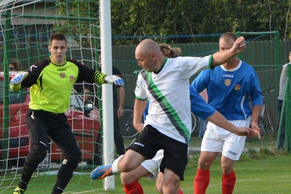 Jacovce v ostatnom kole doma prehrali s Bábom, keď jediný gól domácich strelil Peter Desat.