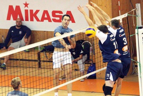 Nitrania obsadili na turnaji konečné druhé miesto za vicemajstrom z Prešova. Andrej Grut dostal cenu pre najlepšieho smečiara.