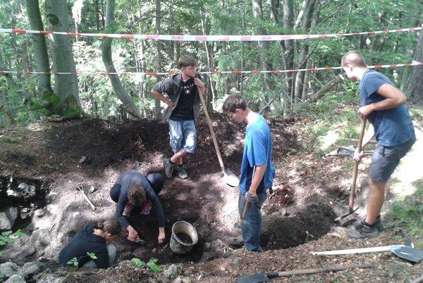 Archeológovia pri práci.