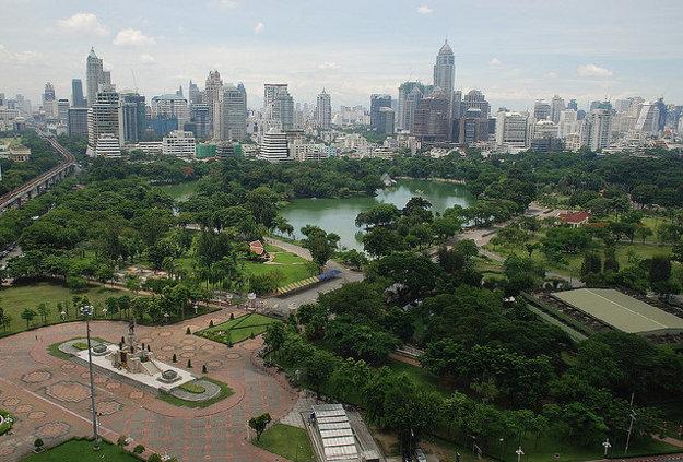 Park Lumpini je obľúbeným miestom pre športové aktivity a vychádzky.