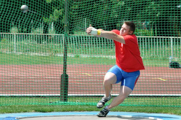 Kladivár predtým trénoval v Nitre.