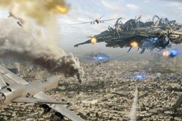Do kín prichádza nový americký sci-fi film Skyline.