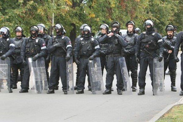Do akcie v osade Moldava nad Bodvou sa zapojilo desiatky policajtov.