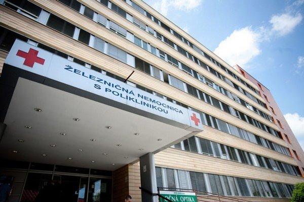 Švagrovia pracovali spolu v Železničnej nemocnici v Bratislave. Vaďurov švagor dnes podniká najmä v lekárenstve.