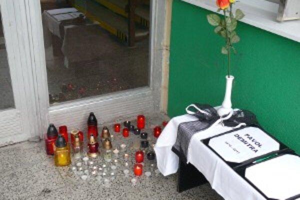 Prievidžania môžu svoju spoluúčasť na stredajšej tragédii prejaviť podpisom kondolenčných listín a zapálením sviečky.