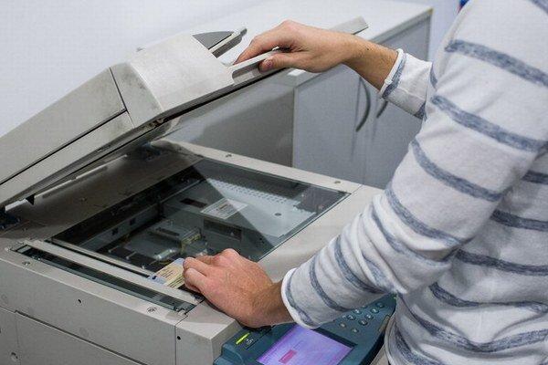 Niektoré súkromné firmy podmieňujú poskytnutie svojich služieb vytvorením fotokópie osobných dokladov zákazníka.