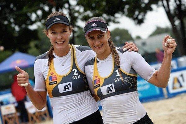 Slovenské reprezentantačné dvojice v plážovom volejbale Natália Dubovcová s Dominikou Nestarcovou.