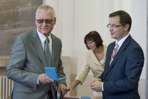 Rektor Univerzity Komenského Karol Mičieta a minister školstva SR Juraj Draxler (vpravo).