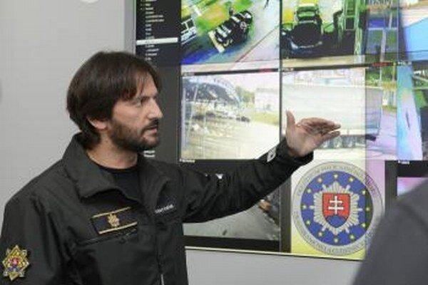 Minister vnútra Robert Kaliňák v operačnom stredisku Riaditeľstva hraničnej a cudzineckej polície v Sobranciach.