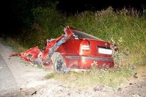 Mladík utrpel pri nehode ťažké zranenia, ktorým na mieste podľahol.