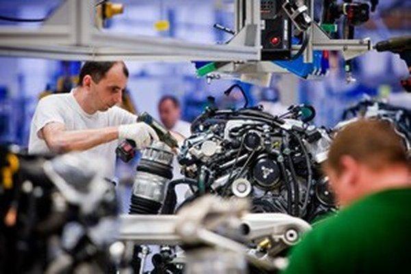 Vzdelávanie, pri ktorom priamo podniky pripravujú študentov pre potreby trhu práce, ocenil aj rakúsky minister sociálnych vecí Rudof Hundstorfer.