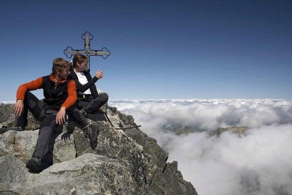 Na Gerlach aj na Lomnický štít sa turisti dostanú len s horským vodcom.