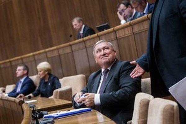 Špeciálny prokurátor Dušan Kováčik v parlamente potešil Smer.