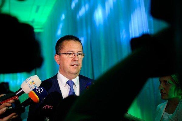 SR sa spolu s Bulharskom, Estónskom, Litvou, Lotyšskom a Rumunskom pridala k iniciatíve nemeckého ministerstva obrany z jesene 2013 - známej ako rámcový národ NATO.