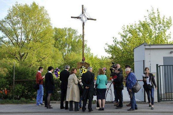 Róbert Remiáš zahynul na Karloveskej ceste v Bratislave, keď v  jeho aute  vybuchol nástražný výbušný systém.  Na mieste tragédie je dnes kríž.