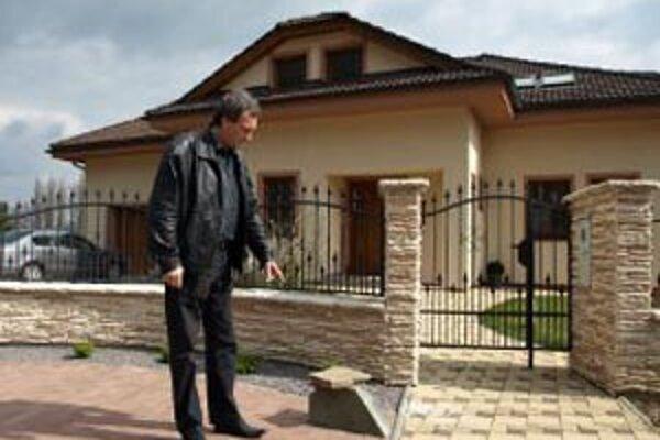 Primátor Dušan Šimka mal dať vydieračovi peniaze pod kameň pred svojím domom.