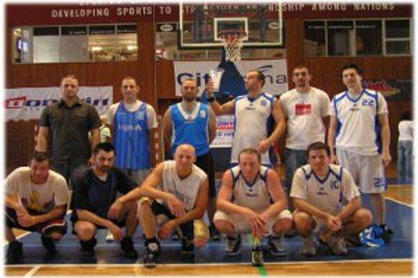 Dolný rad zľava: L. Šutka, T. Kočner, P. Ondro, D. Doubek, M. Kiripolský, horný rad zľava: V. Rohovský, M. Gajdošík, M. Keher, M. Boor, D. Boor, S. Toman.