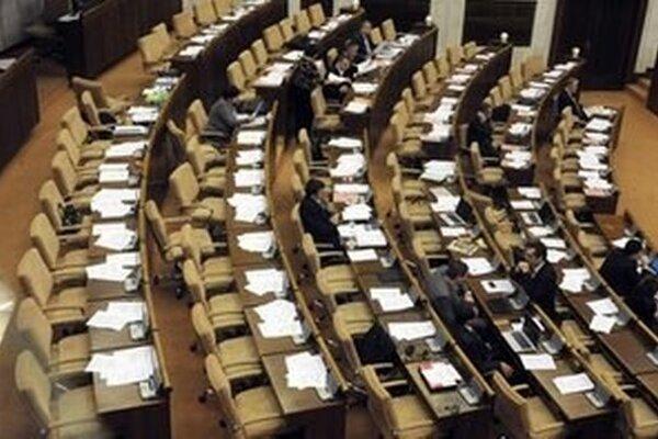 Na programe 166. schôdze je zameranie činnosti Stáleho zastúpenia SR pri Európskej únii, a to aj s budúcoročným predsedníctvom Slovenska v EÚ.