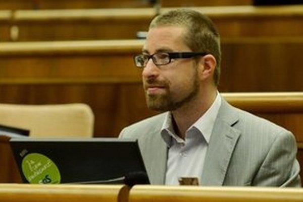 Poslanec Národnej rady SR Martin Poliačik zo SaS chce vyradiť látku kanabidiol (CBD) zo zoznamu psychotropných látok a umožniť jeho využitie na liečbu rôznych ochorení.