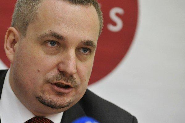 Predseda OKS Ondrej Dostál vraj zavádza, keď tvrdí, že rezort školstva kupuje aplikáciu, ktorú nepotrebuje.