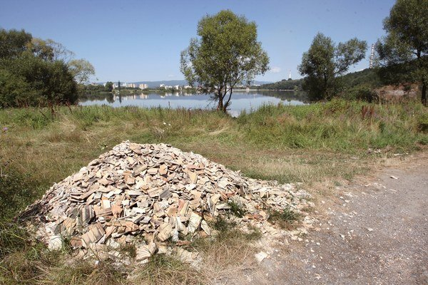 Úmysel by nemalo byť potrebné preukazovať pri trestných činoch týkajúcich sa neoprávneného nakladania s odpadmi.