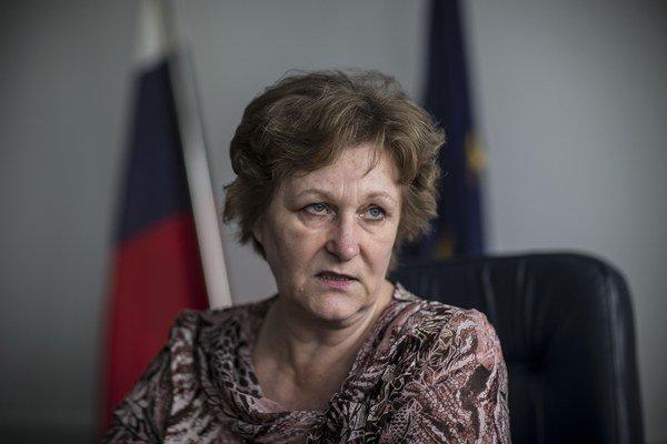 Jana Dubovcová (62) je bývalá sudkyňa a advokátka. V roku 2010 sa ako nezávislá na kandidátke SDKÚ dostala do parlamentu. V roku 2012 ju zvolil za verejnú ochrankyňu práv. Za túto prácu získala ocenenie Human Rights Defender Award,  cenu Svetovej banky aj