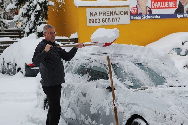 V priebehu noci z piatka na dnes napadlo v Poprade 40 centimetrov snehu.