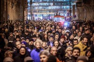 Utorkový protest zaplnil cestu na Bratislavský hrad, prišlo aj viac ako päťtisíc ľudí.