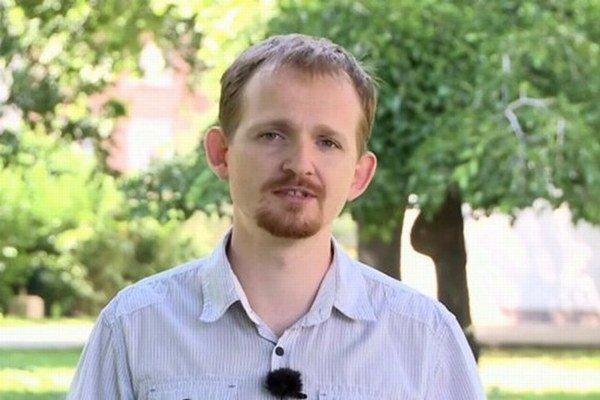Nikto nemá právo nútiť deti počúvať o kondómoch a antikoncepcii, hovorí Tomáš Kováčik.
