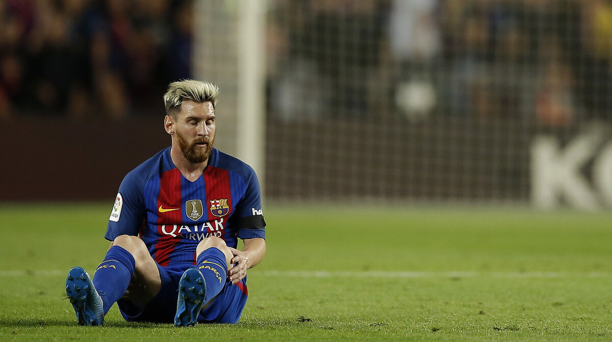 fe50738aa3dee Lionel Messi sa zranil v zápase Ligy majstrov proti Atléticu Madrid.