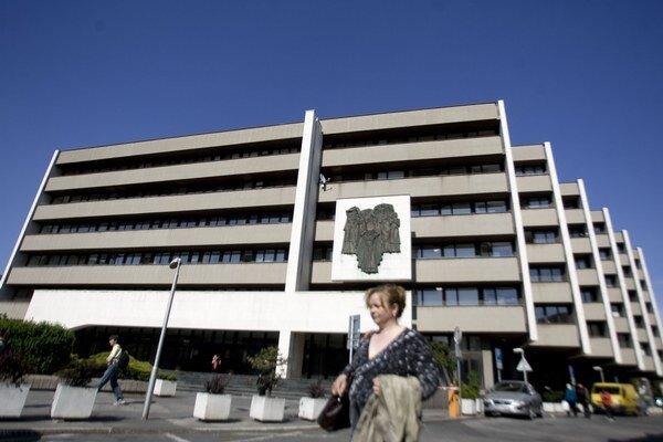 Najvyšší súd sídli v budove Ministerstva spravodlivosti.