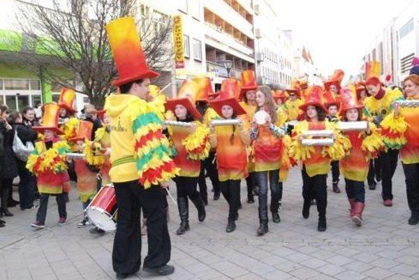 Campana Batucada počas septembra a októbra organizuje bezplatné kurzy bubnovania.