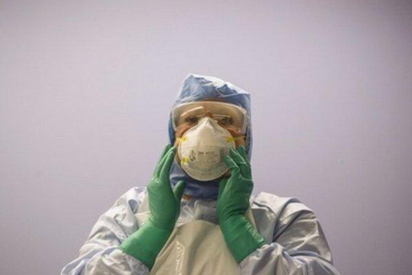 Počet obetí vírusu ebola už prekročil číslo 4 500.