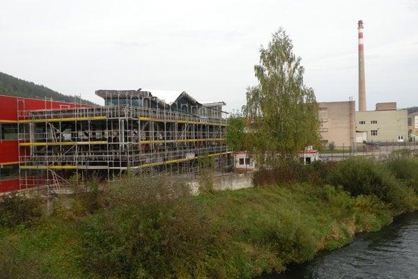 Nová budova bude mať tri podlažia a pestré využitie.