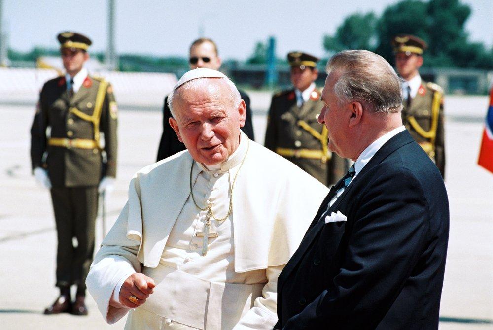 Privítanie pápeža Jána Pavla II v roku 1995.
