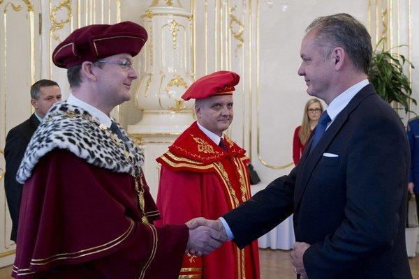 Nový rektor UMB v Banskej Bystrici Vladimír Hiadlovský (vľavo).