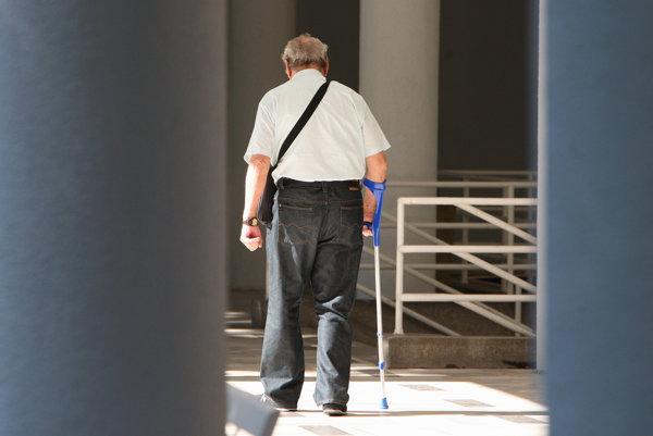 Mestskí policajti budú upozorňovať najmä na povinnosti chodcov.