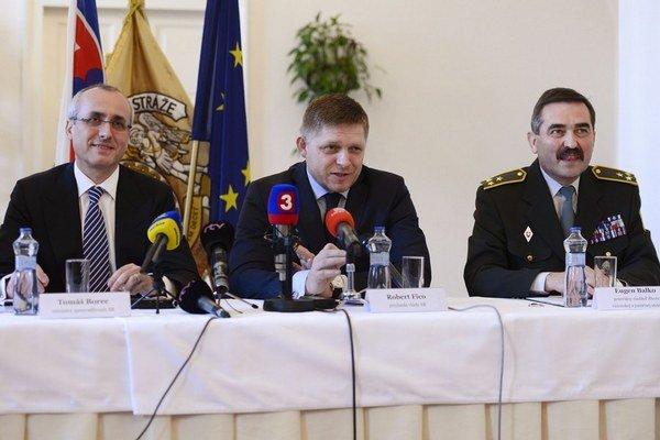 Eugen Balko (vpravo) s premiérom Ficom a ministrom Borecom.