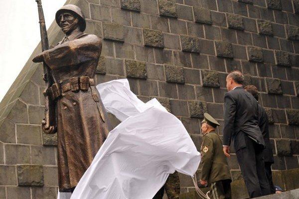 Socha československého vojaka zrekonštuovaná podľa fotografií.