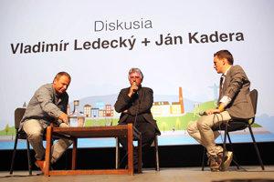 Diskusia. Starosta Spišského Hrhova (vľavo), primátor Námestova a Jakub Ptačin (vpravo).