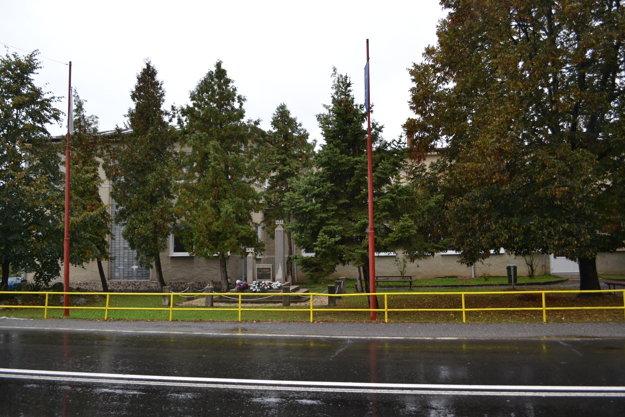 Park pred kultúrnym domom.
