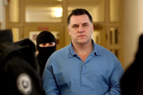 Mikuláš Černák si vo väzení odpykáva doživotný trest.