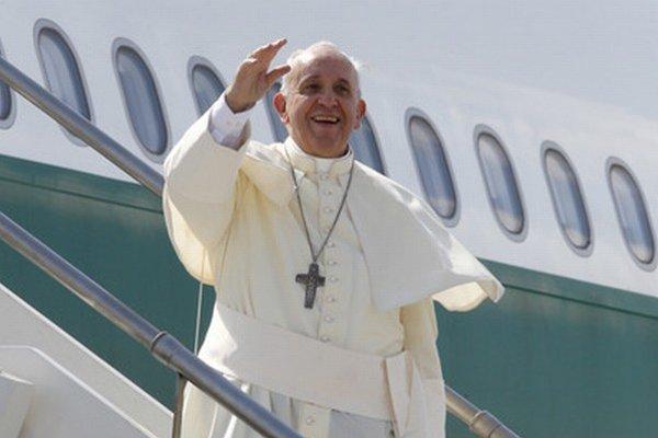 Pápež František máva pred cestou do Ázie.